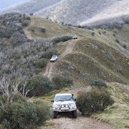 4wd driving on mountain trail